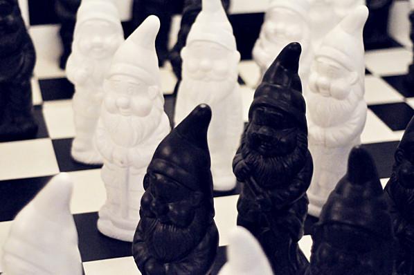 Série Le Jardin des Nains ; Alice & Wonderland Chess (22)